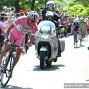 2009_giro_d_italia_stage10_danilo_di_luca_maglia_rosa_lpr_brakes_attacks