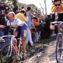 Laurent Fignon & Urs Freuler do the limbo; photo: Yuzuru Sunada