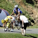 Schleck suffers a dramatic mechanical which results in the loss of his Yellow Jersey