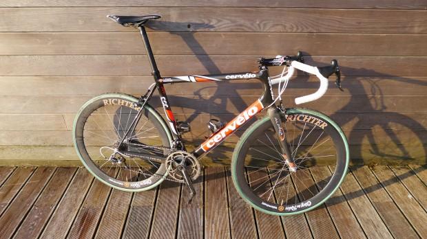 The Café Roubaix Arenberg paired to FMB Paris-Roubaix