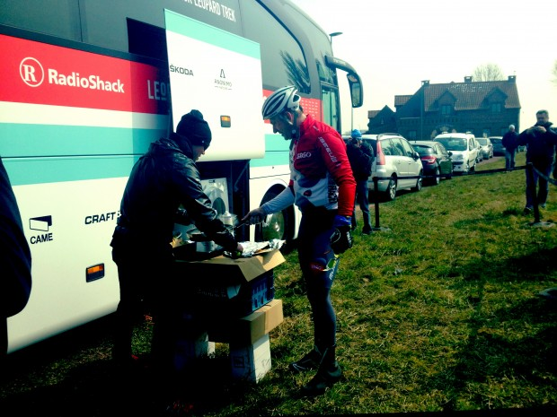 The Lion cooks up a helping of V-cakes for Faboo after dishing out the hurt on Le Carrefour de l'Arbre