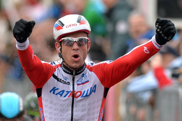 Winner on the road, loser in the mirror. Photo: Gian Mattia D'Alberto